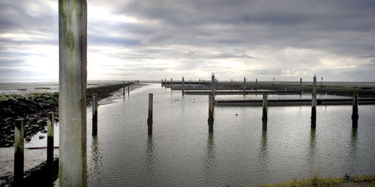 Baggerpilot jachthaven Schier. FOTO ARCHIEF LC.