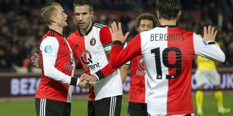 Feyenoord kruipt met winst op VVV naar de top