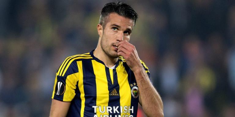 Van Persie helpt Fenerbahçe aan zege