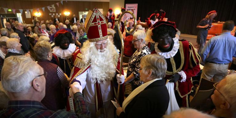 Ondeugende Gerrit (75) op het matje bij Sinterklaas
