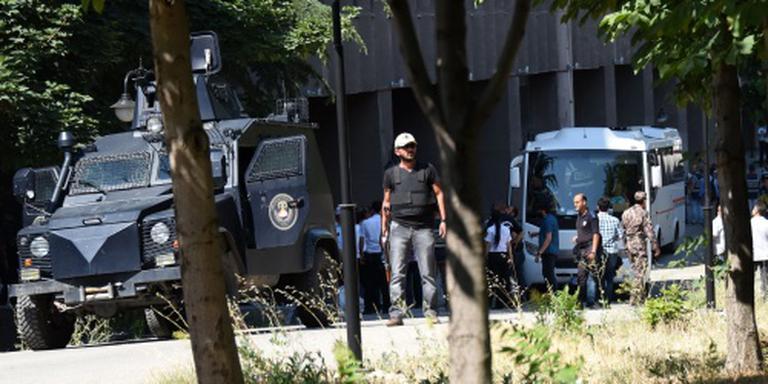 Weer duizenden Turkse ambtenaren geschorst