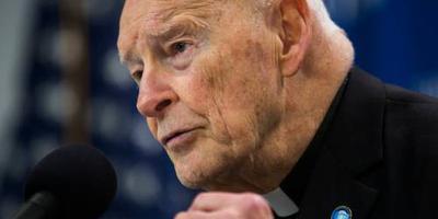 Omstreden ex-kardinaal uit ambt gezet