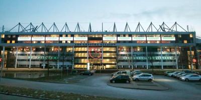 Het Abe Lenstra-stadion met hoofdsponsor GroenLeven prominent op de gevel. FOTO HENK JAN DIJKS