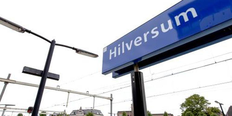 Treinverkeer uren stil door brand Hilversum