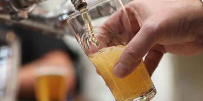 Hoogopgeleiden houden van een borrel