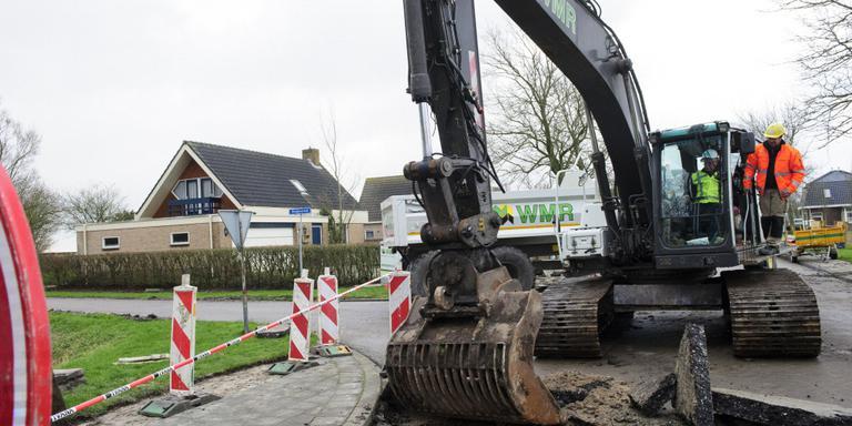 Hap uit asfalt start voor veiliger Oosterbierum