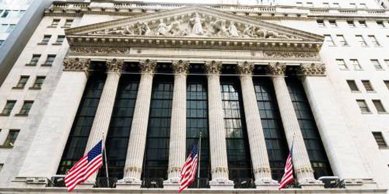 Wall Street opent flink in het rood