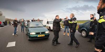 OM onderzoekt blokkade A7 vanwege Zwarte Piet