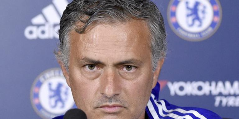 Mourinho-sjaals al te koop bij ManUnited