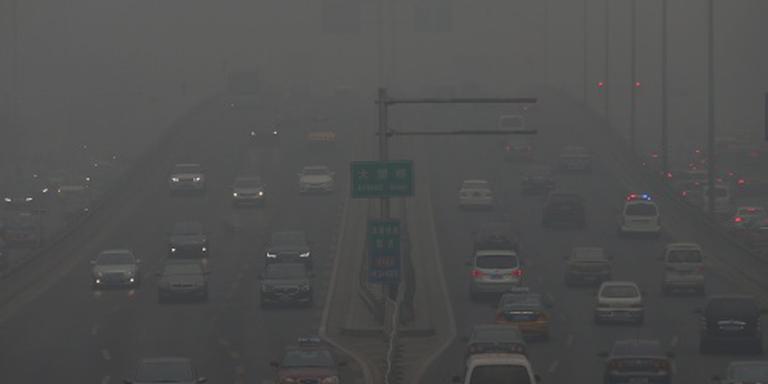 Peking schrapt vluchten wegens smog