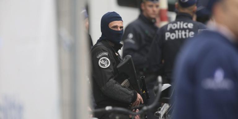 Man met machete verwondt agenten in Charleroi