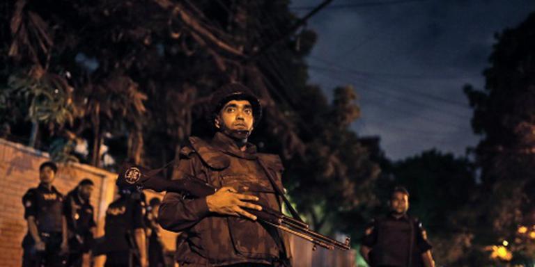 'Inval in restaurant Dhaka bij zonsopgang'