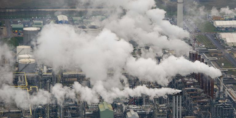 De petrochemie bij Moerdijk. FOTO ANP