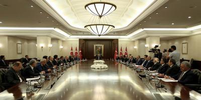 Erdogan zuivert het overheidsapparaat
