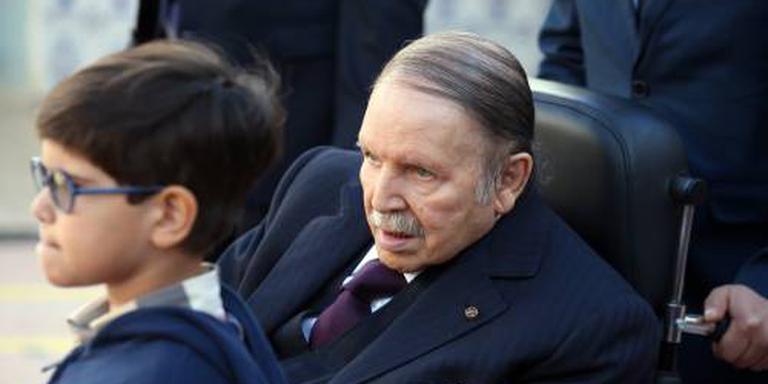 Bouteflika bevestigt zijn kandidatuur