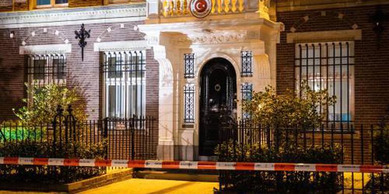 'Turks consulaat bekogeld met 3 explosieven'