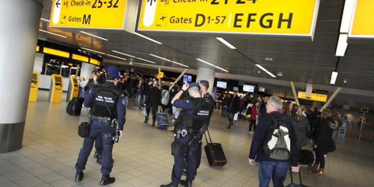 Marechausee Schiphol pakt drie mannen op