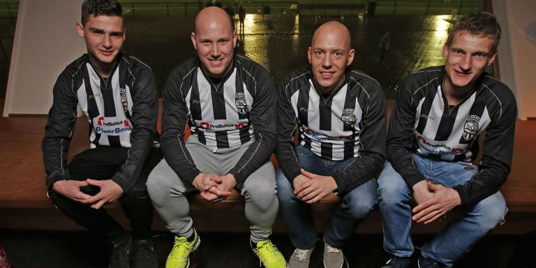 De doelpuntenmachine van Sint Annaparochie (vlnr): Timo Bijma, Klaas Jan Bijlsma, Jan Dirk Faber en Pieter Jan Plat. FOTO HENK JAN DIJKS