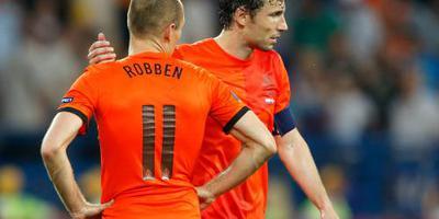 Van Bommel belt met Robben
