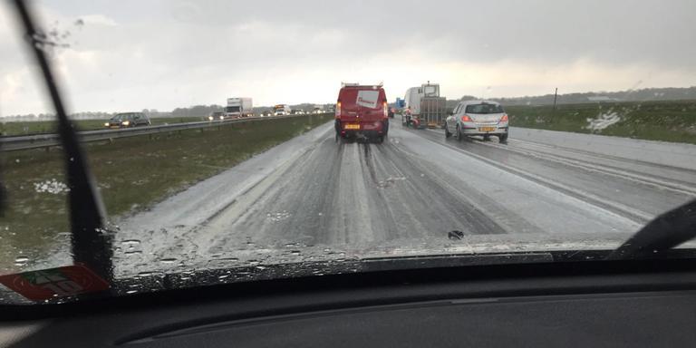Langzaam rijdend verkeer op de A7.