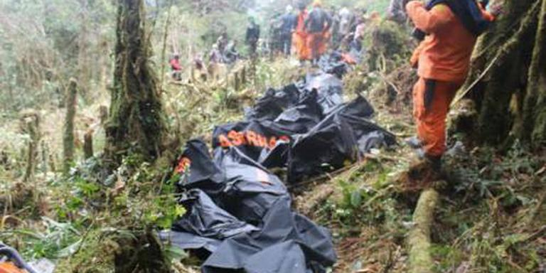 Jongen overleeft vliegtuigcrash Indonesië
