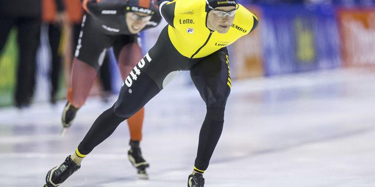 Sven Kramer leidt de titanenstrijd tegen Jorrit Bergsma. Foto ANP/Vincent Jannink