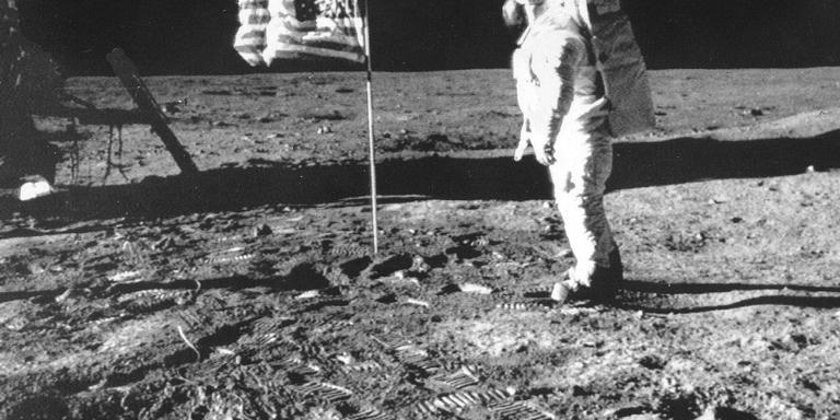 De Amerikaan Neil Armstrong zette in 1969 als eerste mens voet op aarde. FOTO ANP