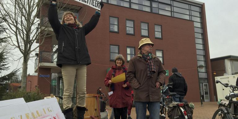 Actievoerders houden verkeer op in Oosterwolde