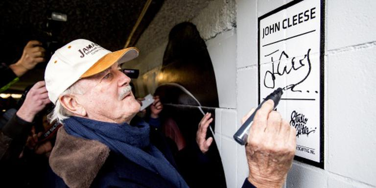 John Cleese opent fietstunneltje Eindhoven