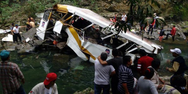 Zestien doden bij busongeluk Mexico