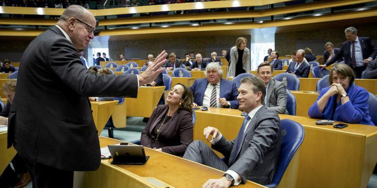 De VVD-fractie begroet Fred Teeven. FOTO ANP