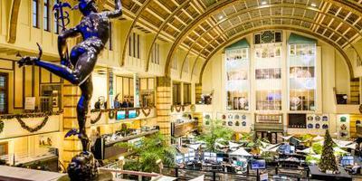 Banken en verzekeraars onder druk op Damrak