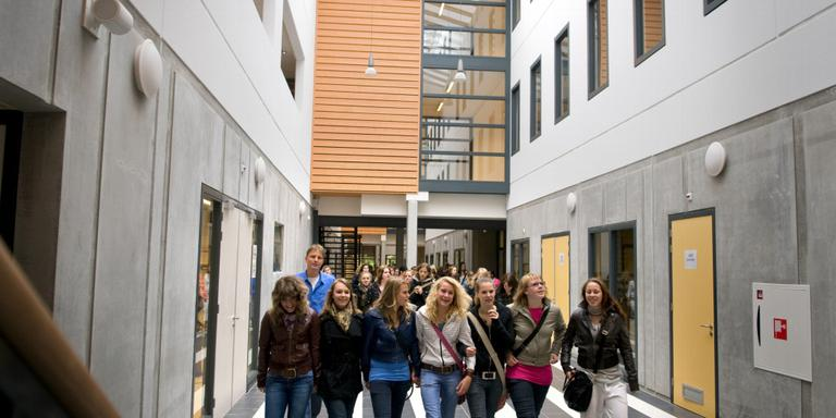 Leerlingen in een van de gebouwen van christelijke scholengemeenschap Comenius.