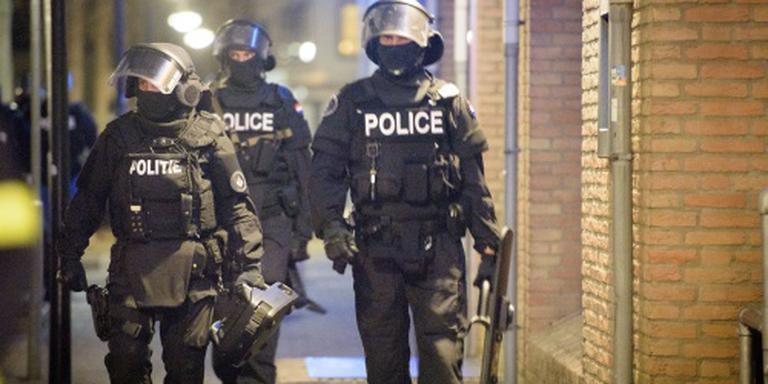 Politieagenten gewond door explosie in huis