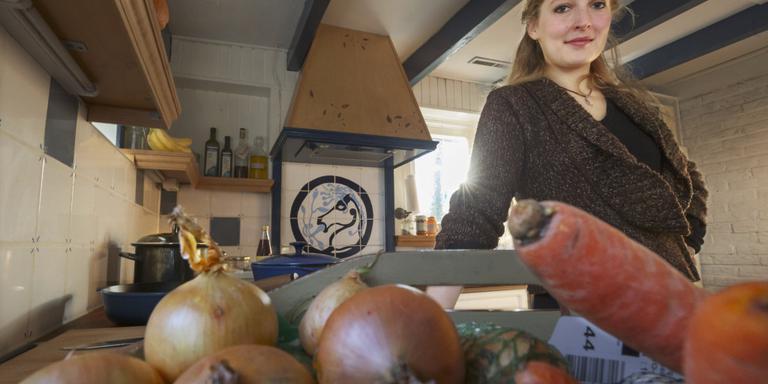 Lyde Bander van de Partij voor de Dieren kookt vegetarisch. FOTO RENS HOOYENGA