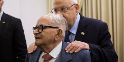 Man die Eichmann liet oppakken overleden