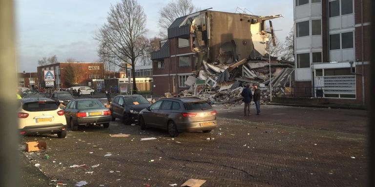 De ravage bij het appartementencomplex. FOTO LC
