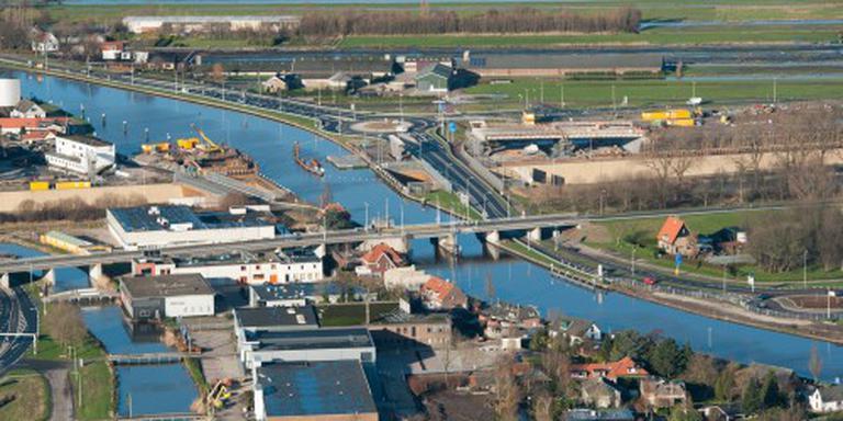 Nieuwe brug Waddinxveen succesvol ingehesen
