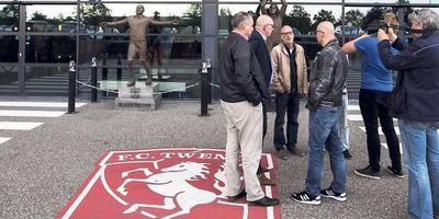 Vertegenwoordigers van supportersverenigingen van FC Twente bij de Grolsche Veste. FOTO ANP/VINCENT JANNINK