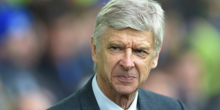 Wenger zoekt met spoed verdediger