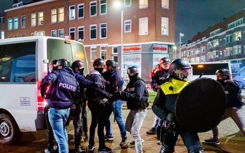 Vijf vragen over de avondklokrellen: kan de politie het geweld nog aan?