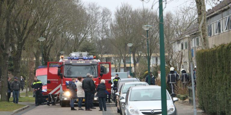 De brandweer had de brand snel onder controle. FOTO DE VRIES MEDIA.