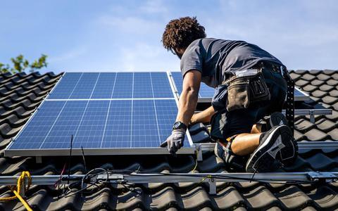 Zonnepanelen op historische daken in Harlingen? Dat gaat nog een hoop gedoe opleveren, denken raadsleden