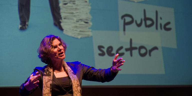 Mariana Mazzucato was woensdag hoofdgast op het EIP watercongres in Leeuwarden. FOTO HOGE NOORDEN/JACOB VAN ESSEN.