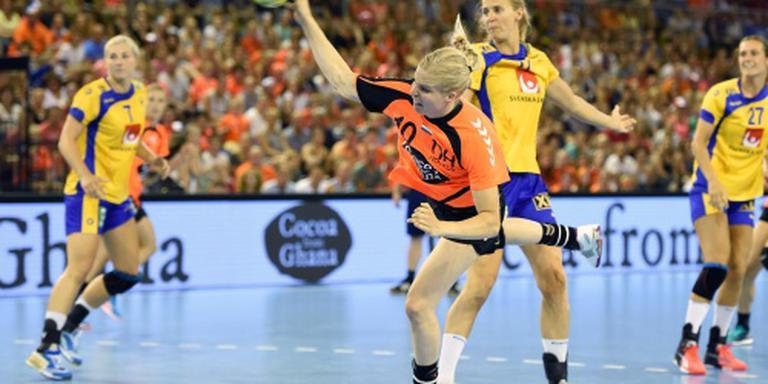 Handbalsters buigen voor Zweden