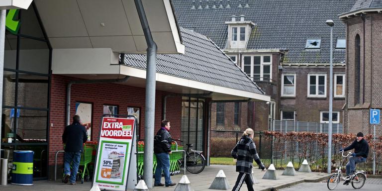 Na ruim tien jaar afwezigheid keren asielzoekers terug in Witmarsum. Het Centraal Orgaan opvang asielzoekers (COA) wil hier driehonderd mensen huisvesten. FOTO NIELS DE VRIES