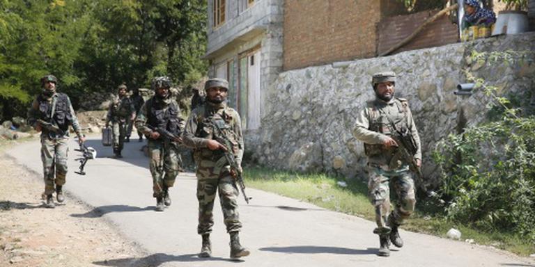 India valt terroristenkampen aan in Kashmir