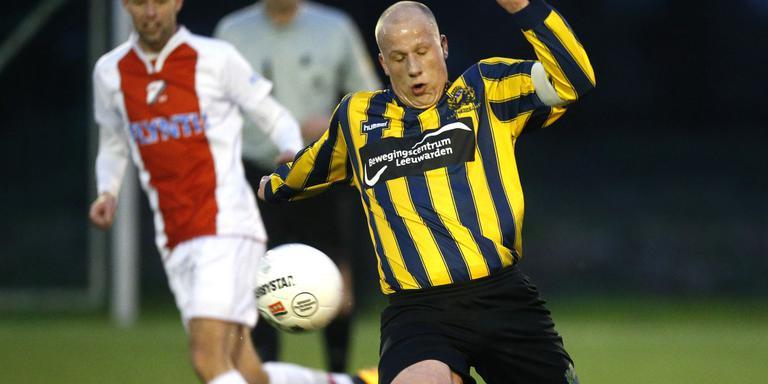 Jelmer Vos rukt op namens Frisia. FOTO HENK JAN DIJKS