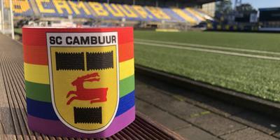 Tijdens de elfde speelronde maken de clubs ter gelegenheid van internationale Coming Out Dag een gezamenlijk statement om LHTBI-acceptatie in het voetbal te bevorderen. FOTO CAMBUUR.NL