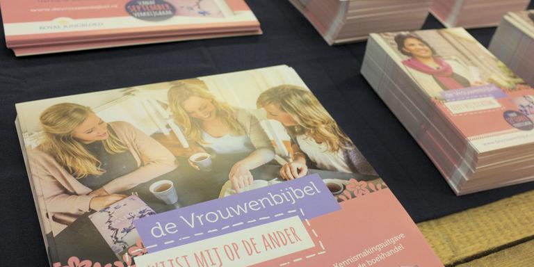 Bijbel voor de jonge vrouw. FOTO LC/WIM SCHRIJVER